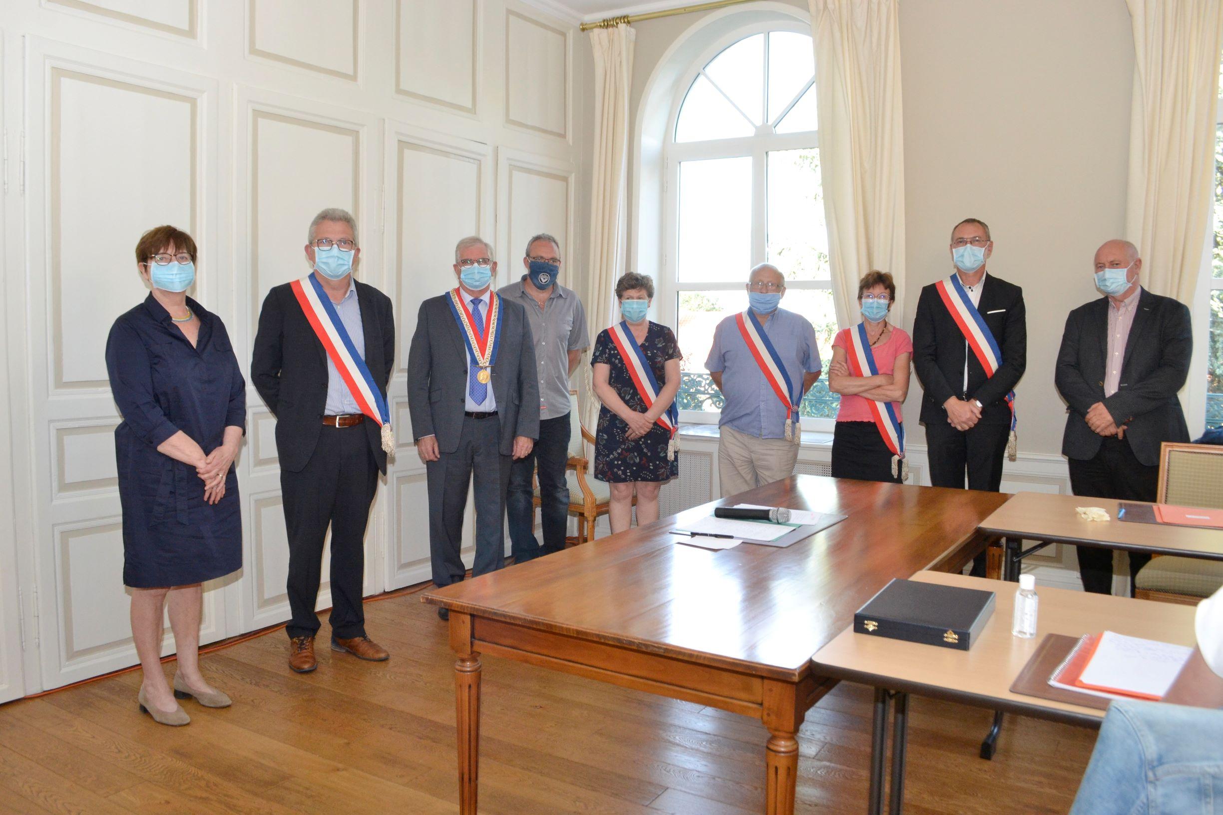 MaireAdjointsDeleguesMasques_2020.jpg