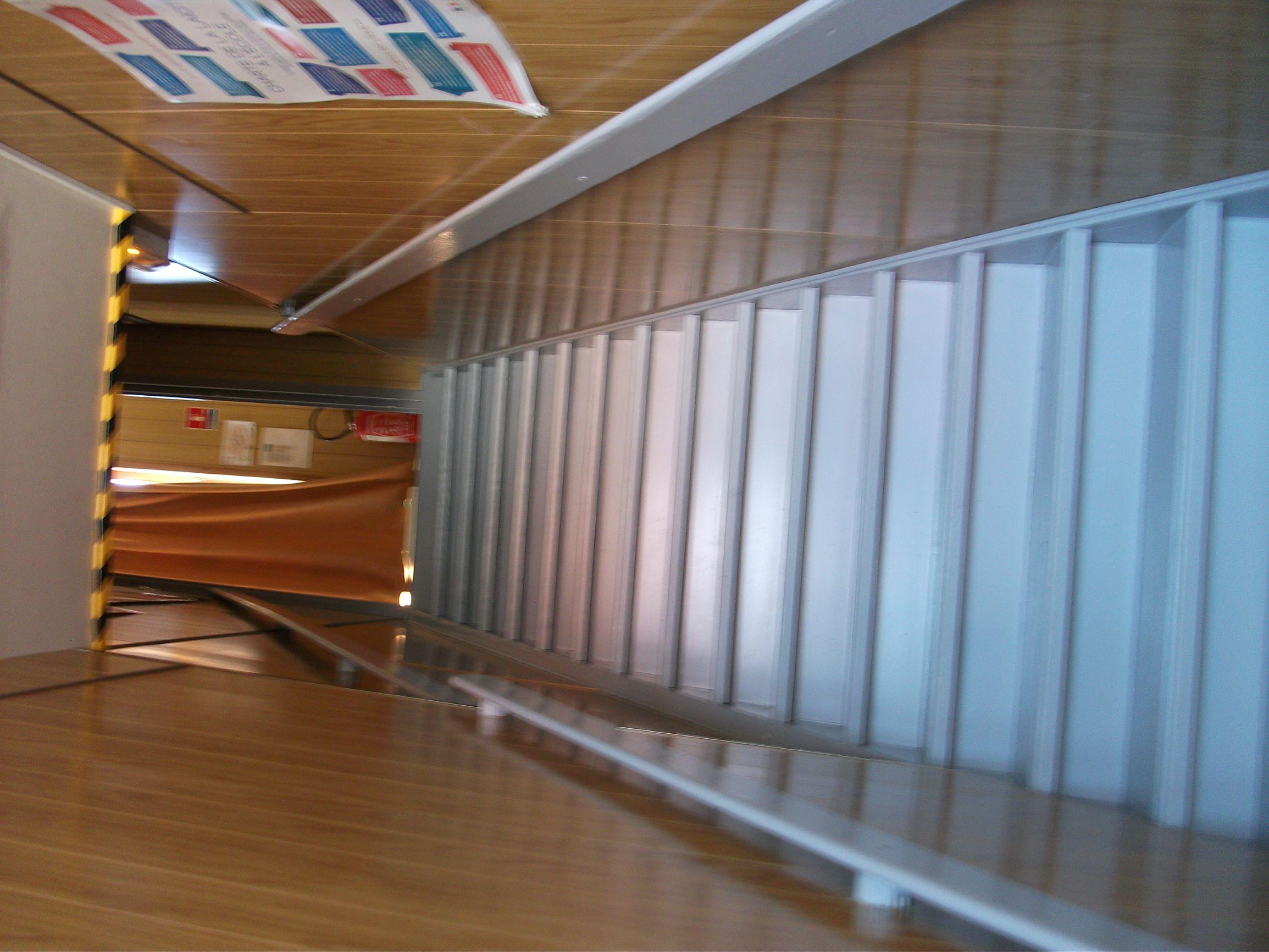 Ecole_MVDM_escalier_1.JPG