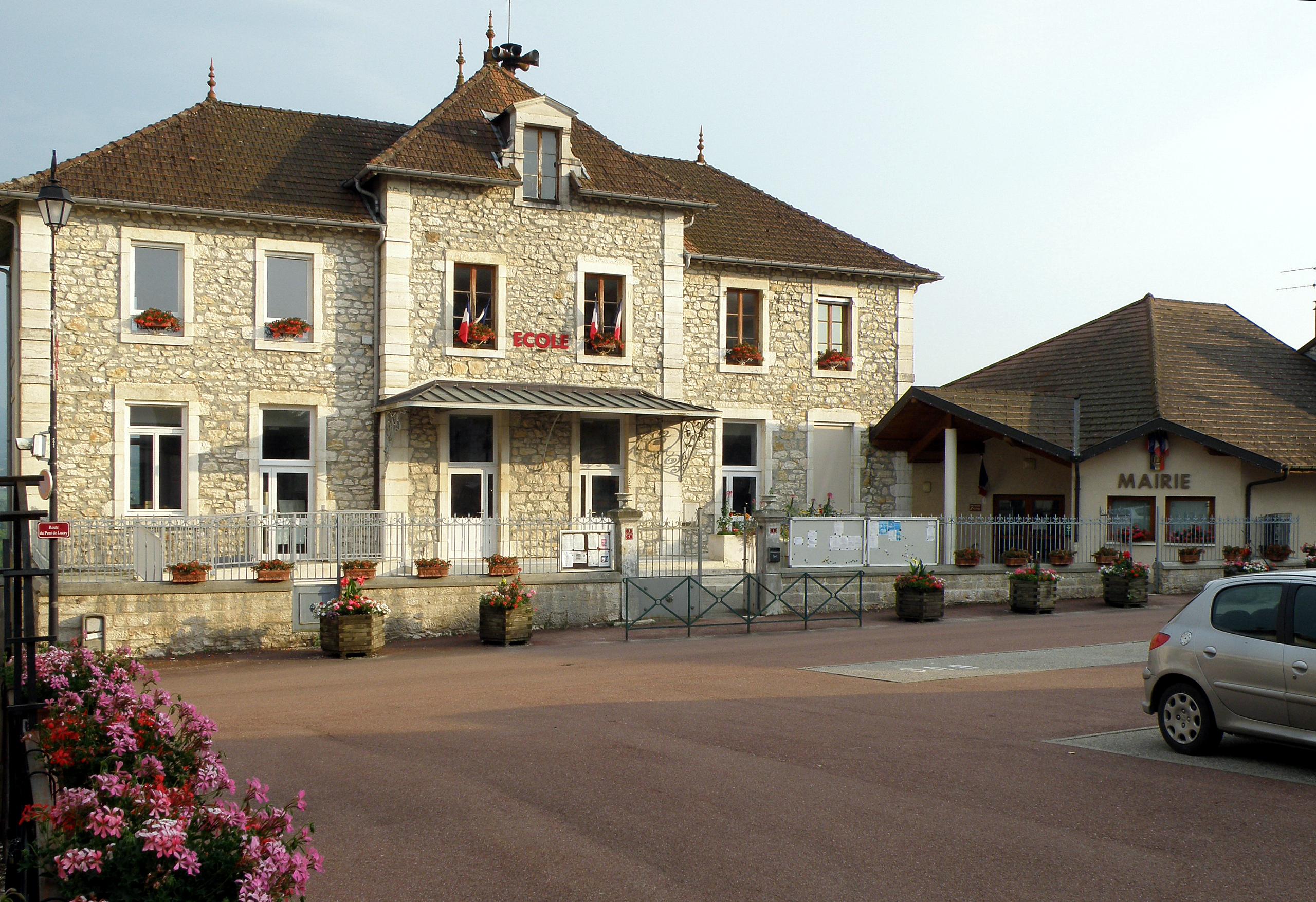 Massignieu-de-Rives_École_Mairie.JPG