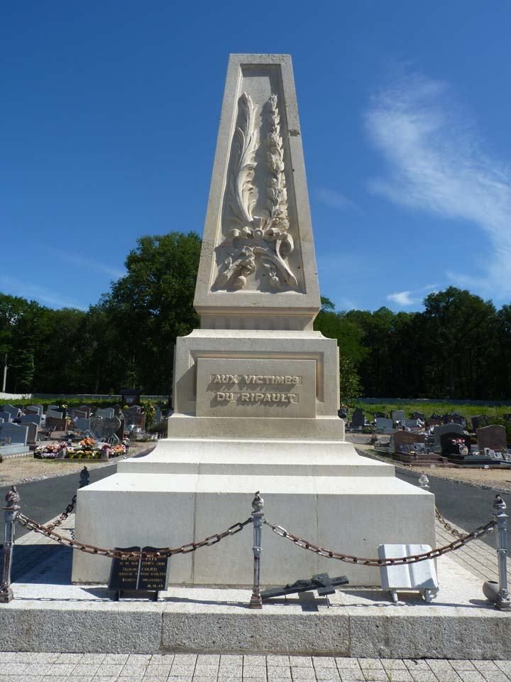 monument 18 oct griffonnes.jpg