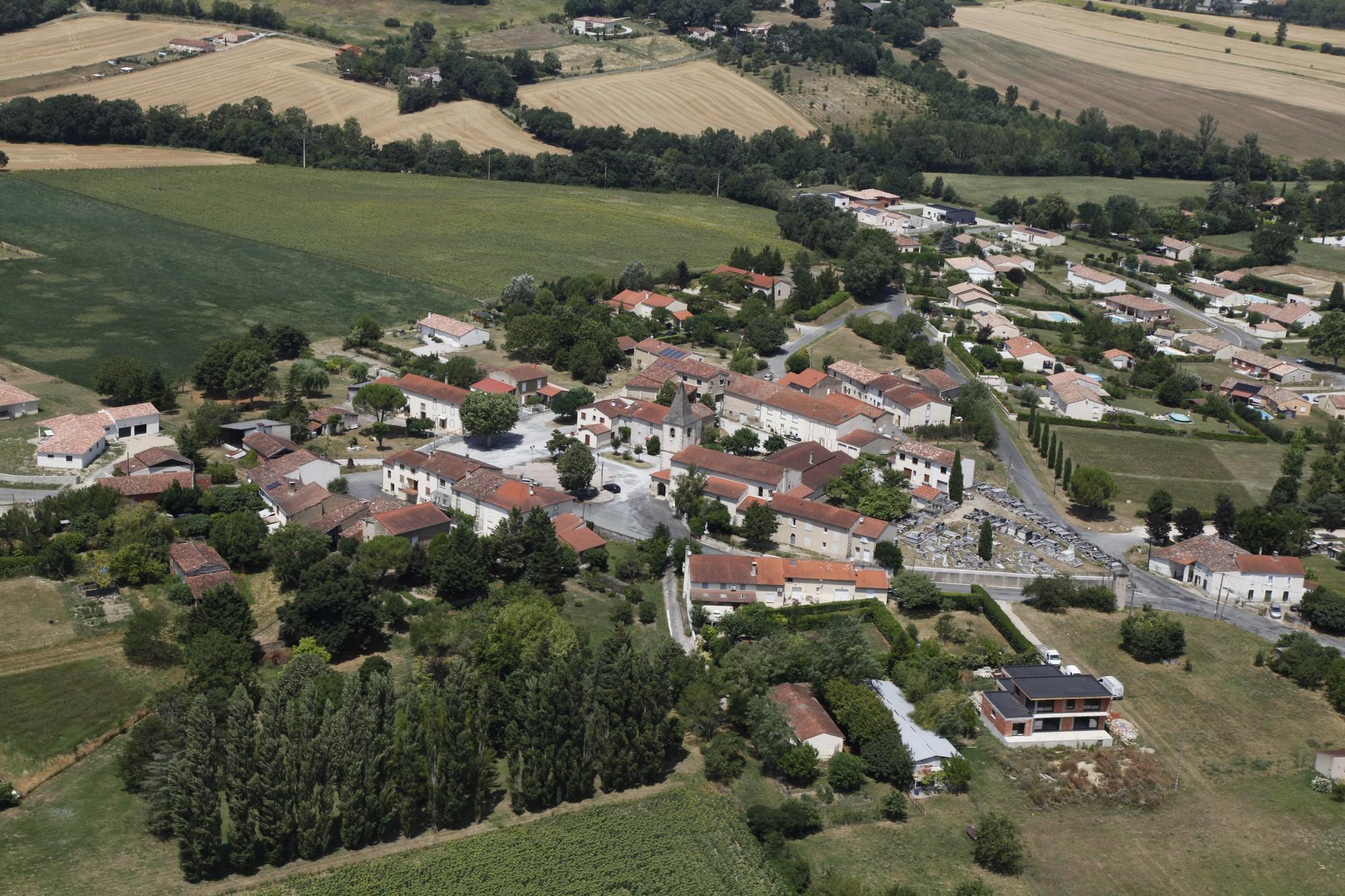 Fréjeville - Village 4.jpg