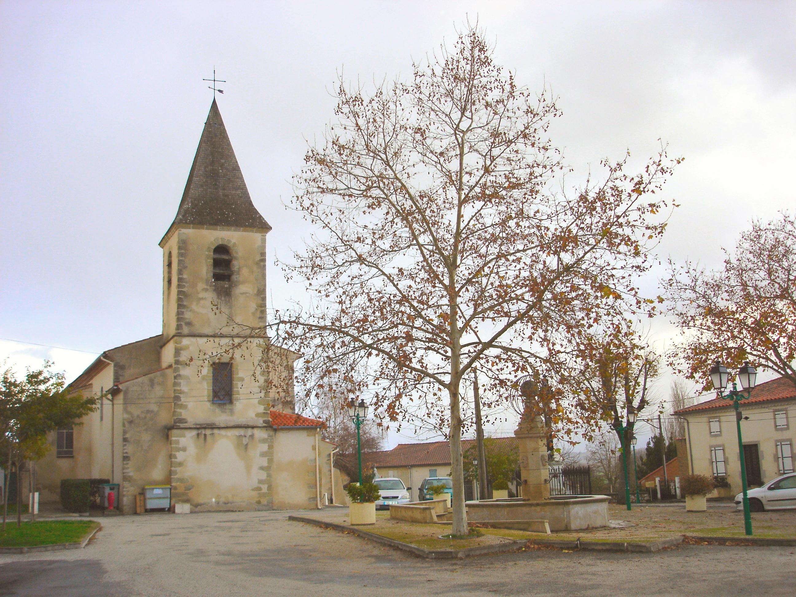 Église _ Place du village 3 _Dsc06210 _amélioré__.jpg