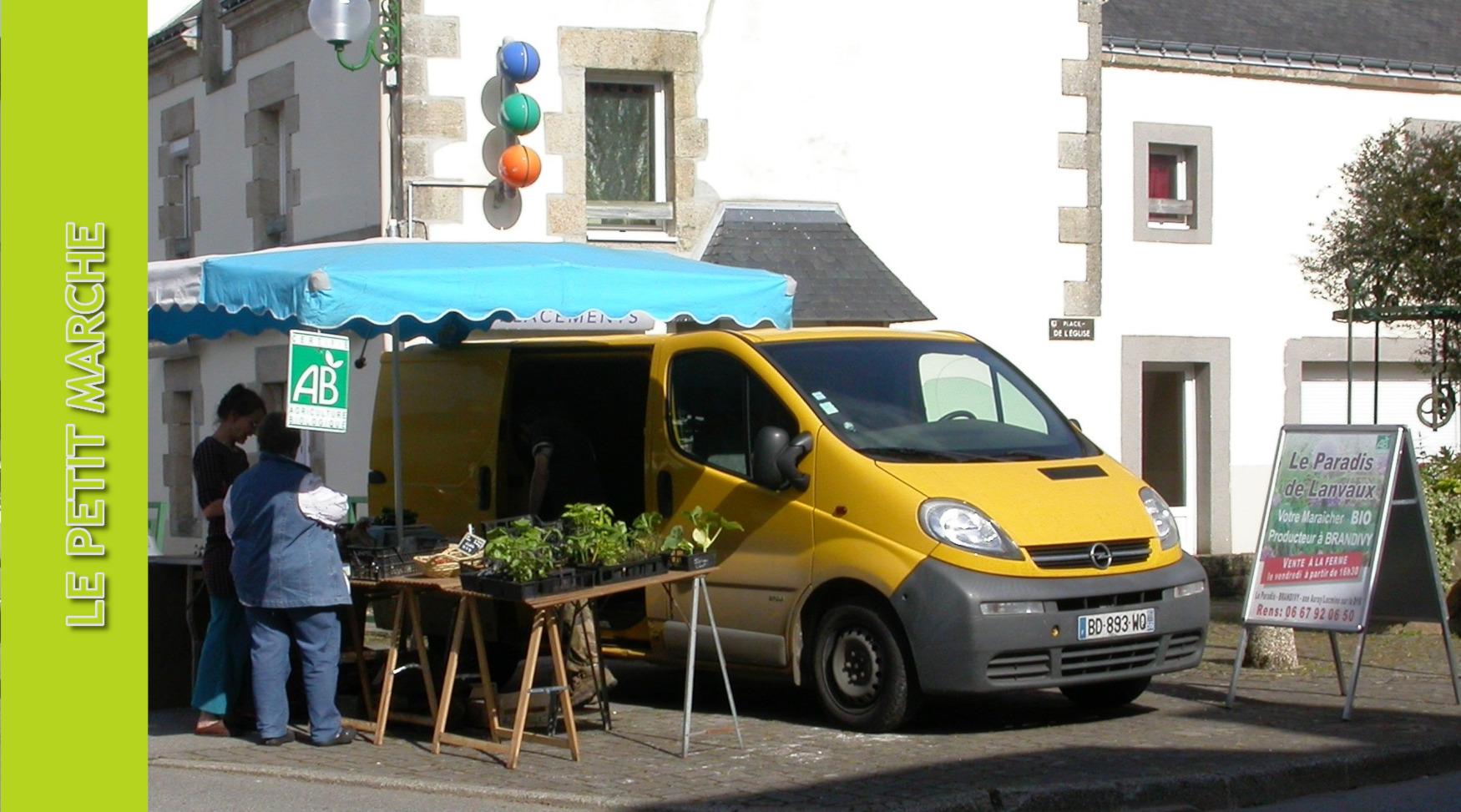 marché place de l_Église.jpg