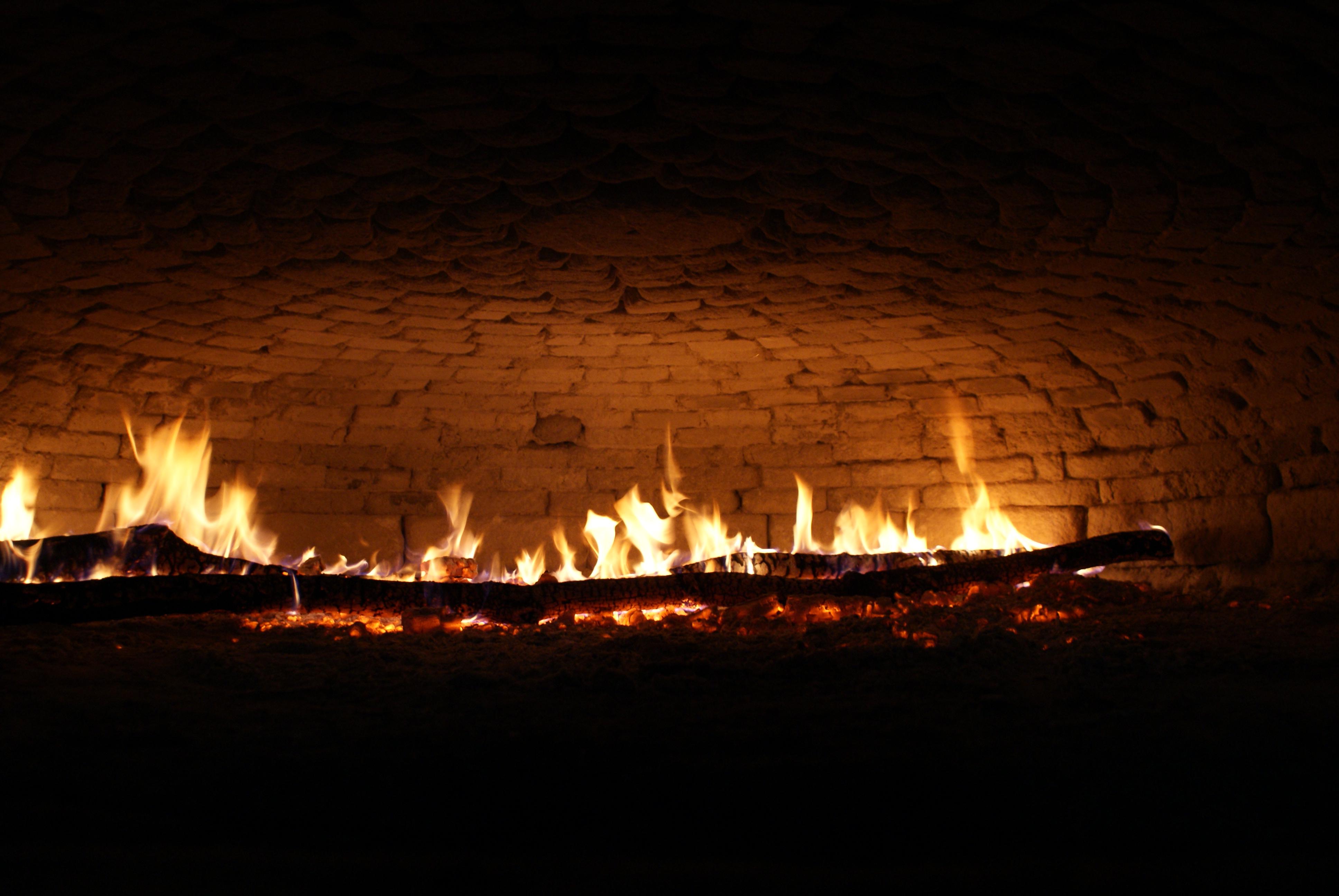 Interieur four a banaux avec feu