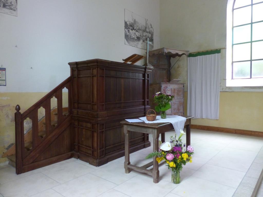 Temple La Couarde chaire2.JPG