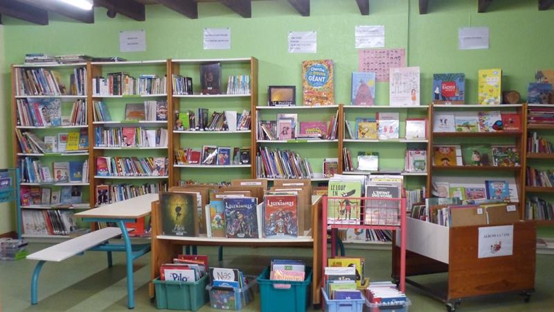 Bibliothèque de Prailles 02.JPG