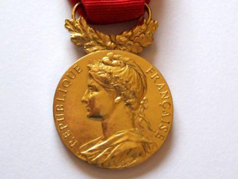 medaille-d_honneur-du-travail.jpg