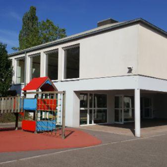 Ecole et aire de jeu
