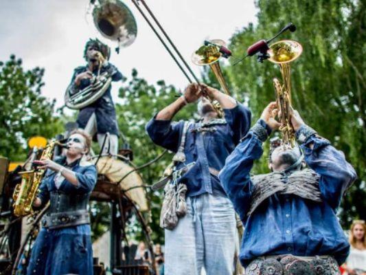 """Festival des Arts de la rue """"Suivez les regards"""""""