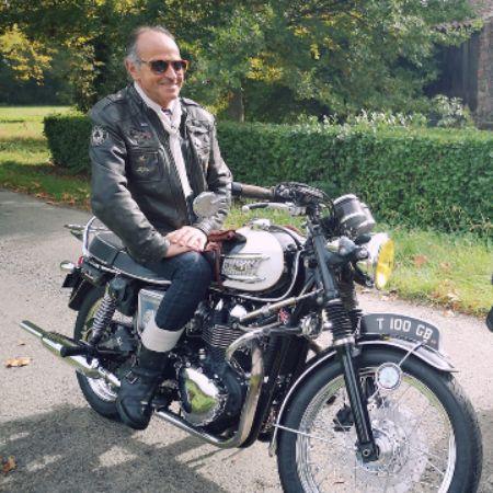 Daniel Clément - motard élégant.jpg